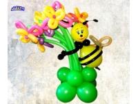 Фигуры из шаров. Пчелка Жужа с большим букетом, на подставке из шаров