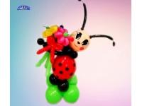 Фигуры из шаров. Божья коровка с цветами